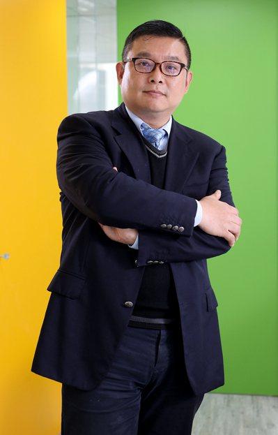 牧東光電董事長廖修譽表示,持續調整與精進,是企業茁壯基石。記者余承翰/攝影