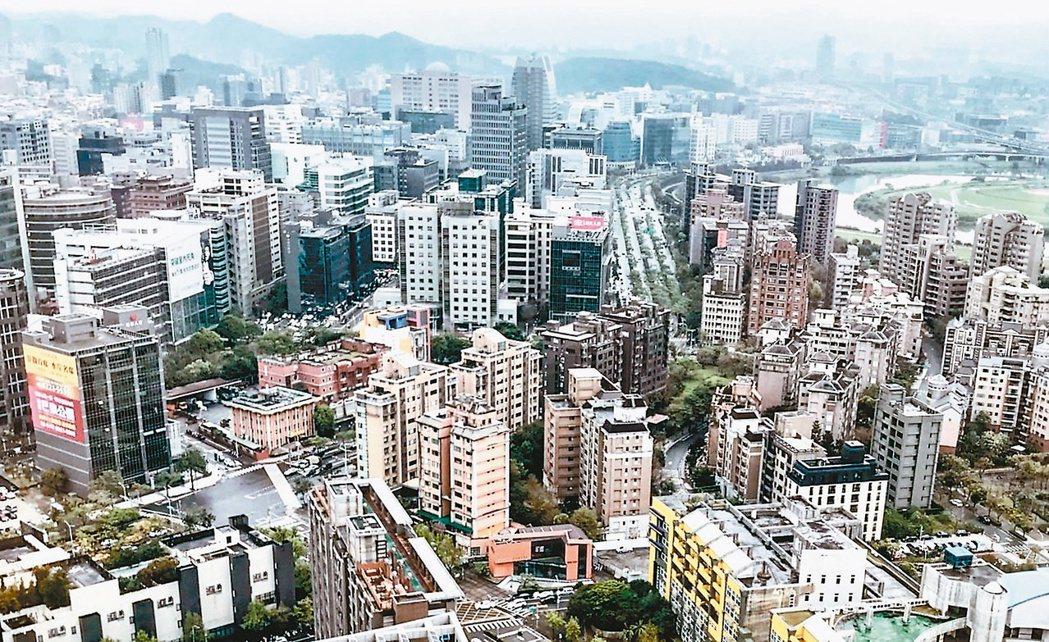 金融業界及投資人聚焦關注央行房市管制措施成效,以及是否再祭下一波管制政策。(本報...