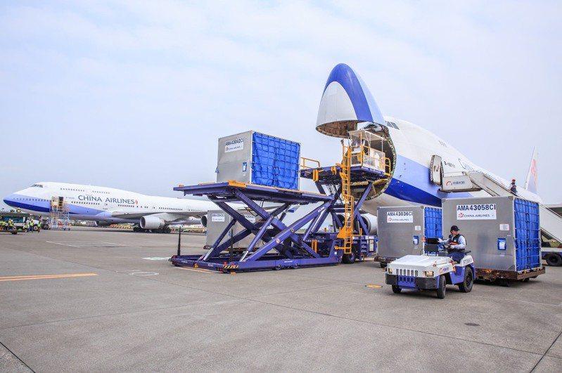 指揮中心宣布「華航清零計畫2.0」,這對華航營運勢必有影響。(本報系資料庫)