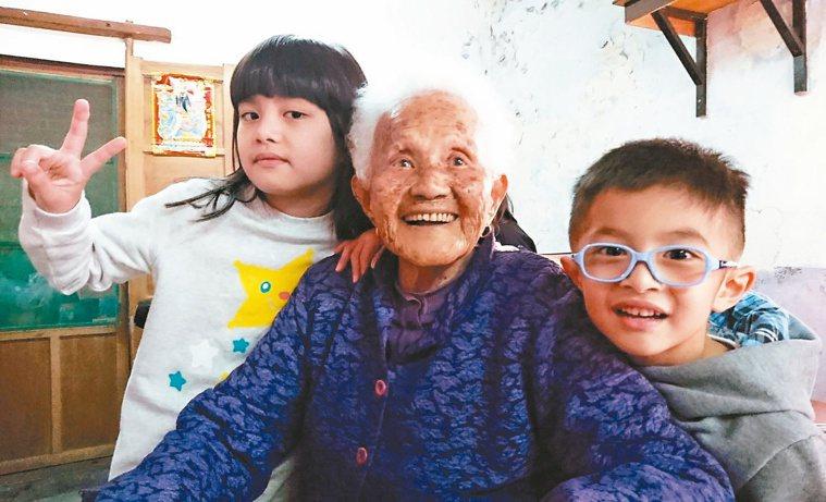 高齡少子化的社會,我們必須超前部署。圖/陳存仁提供