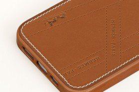 愛馬仕全新iPhone皮革手機套以緞帶包裝為靈感 加碼盤點LV、CELINE、Chanel…7款皮革手機套