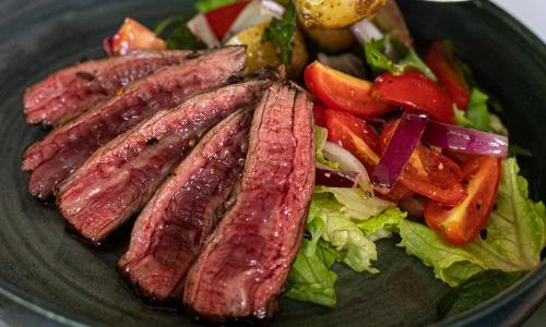 肩胛里肌是牛肉中低脂高蛋白的部位。圖片/canva
