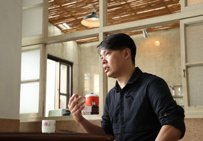 謝宅創辦人謝文侃認為,他所做的不只是民宿,而是讓歷史悠久的台南文化被更多人欣賞。...