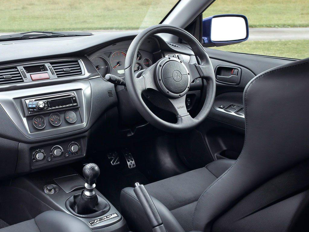 Mitsubishi Lancer Evolution IX FQ-360內裝。...