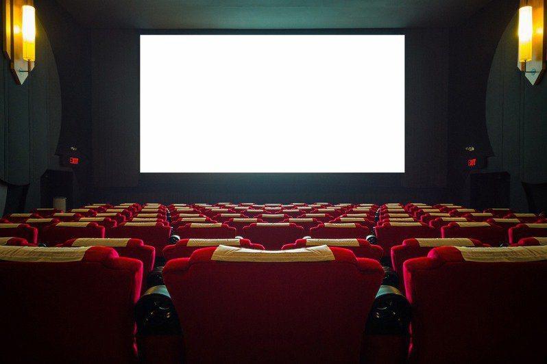 有網友好奇為什麼國外的電影大多不放上字幕,貼文釣出內行人專業分析。 示意圖/ingimage