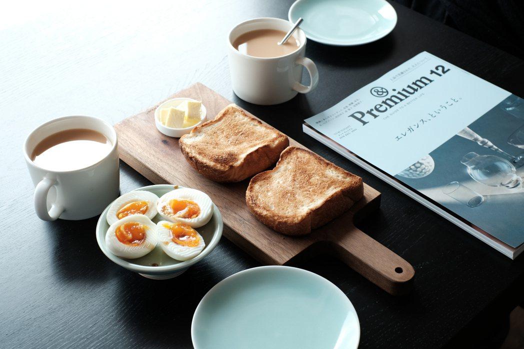 吃早餐前把麵包拿出來烤,搭配咖啡或喜愛的茶,無比享受。 圖/黃威融提供