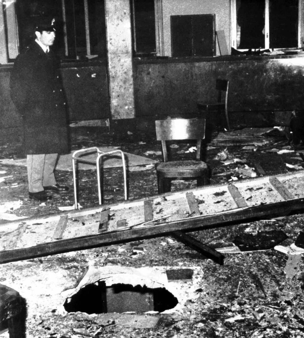 豐塔納廣場農業銀行的爆炸現場。 圖/美聯社