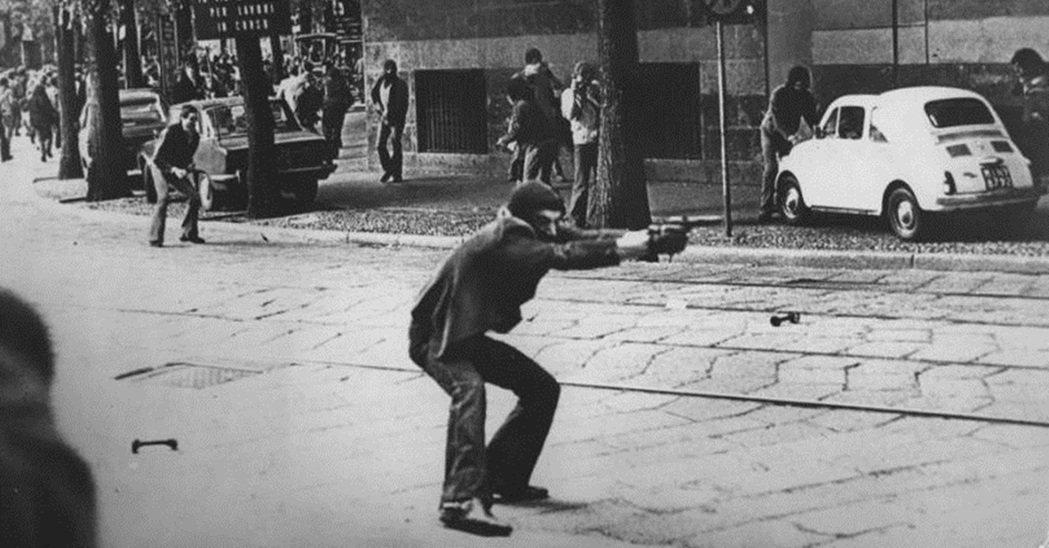 義大利「鉛的年代」在極左與極右的恐攻襲擊下,義大利飽受恐怖主義的摧殘與糾纏,而且...