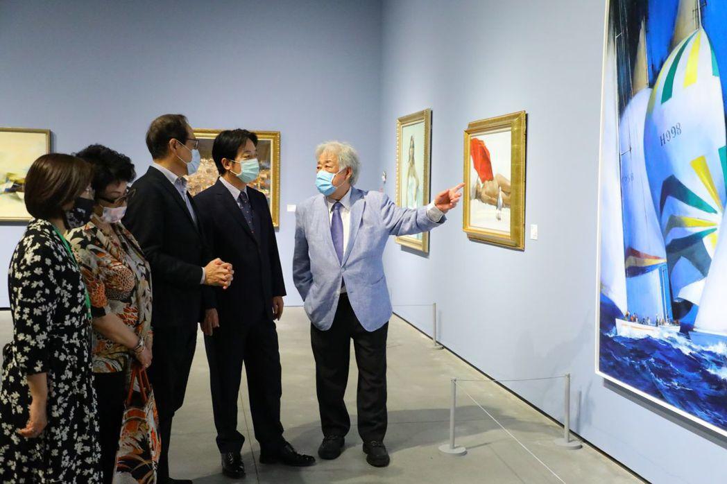 藝術家陳輝東親自為賴清德副總統導覽介紹。  南美館/提供