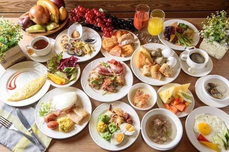 中.西.日式早餐一字排開,令人食指大動。  台南大飯店/提供