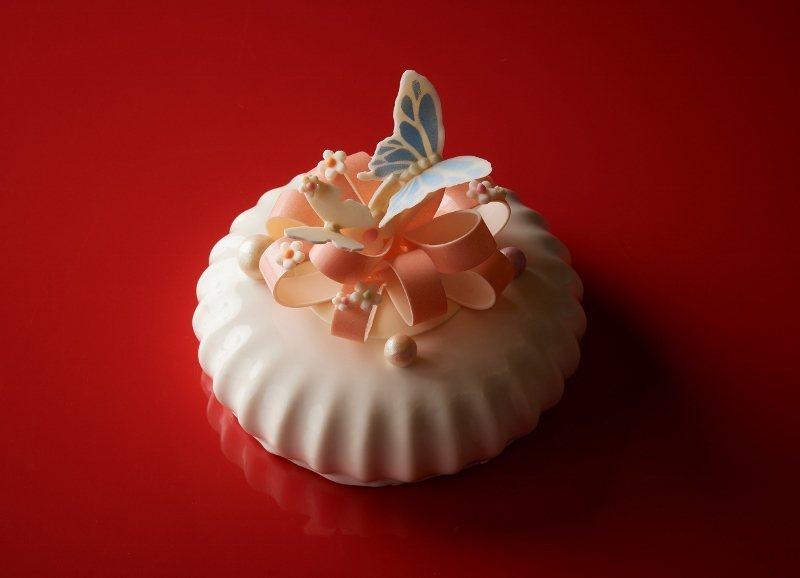 台北福華母親節蛋糕「初心」,為7吋的紅絲絨巧克力蛋糕。 業者/提供