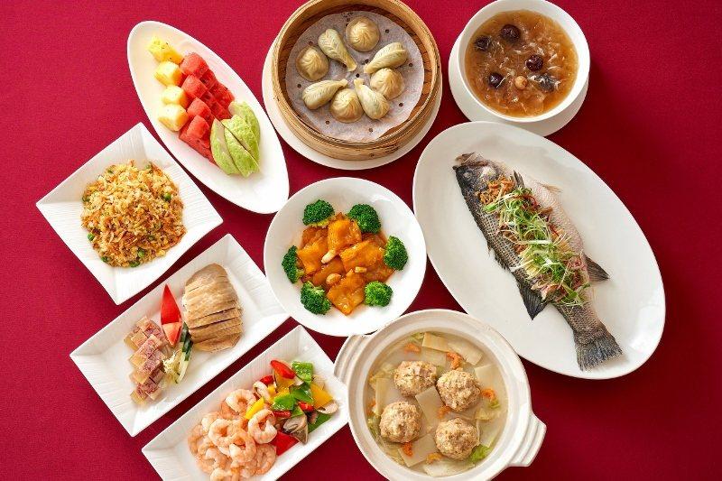 台北福華江南春「愛媽媽合家歡餐」4人同桌2500元。 業者/提供