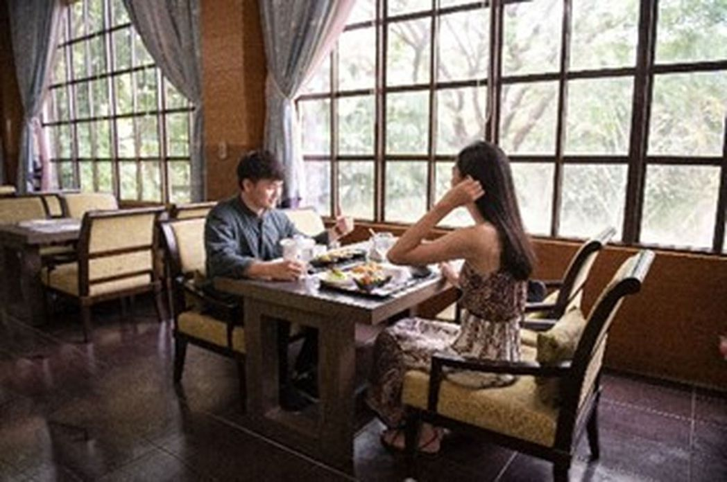 「花季度假飯店」現在不僅享有房間買一送一,還加贈兩客午餐,遇到假日還會升級成沙拉...