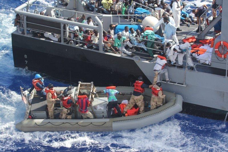 義大利近日收容了從地中海獲救的800多位移民。(photo by Wikimedia Commons)