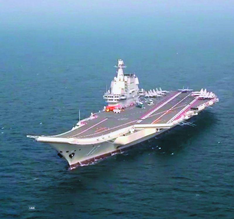 大陸自製航母山東艦出海訓練。(央視資料畫面)