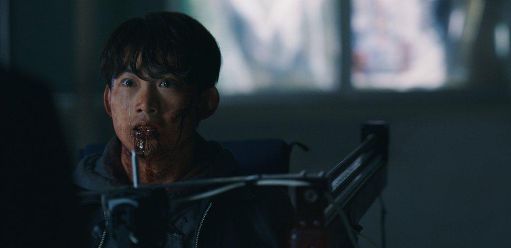 玉澤演最後被殛刑虐死。圖/翻攝自Netflix