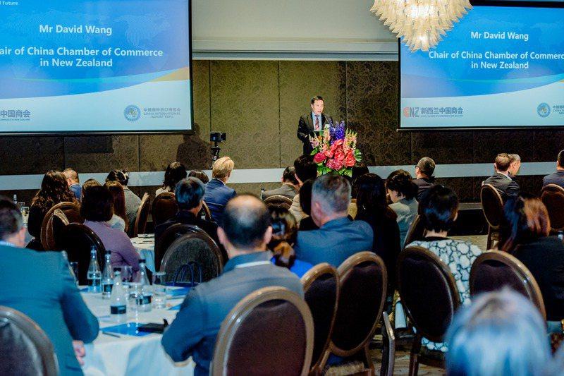 第四屆中國國際進口博覽會4月21日舉辦紐西蘭專場推介會。100多名紐西蘭企業代表在奧克蘭參加推介會,多家企業和機構現場報名、簽約參展。新華社