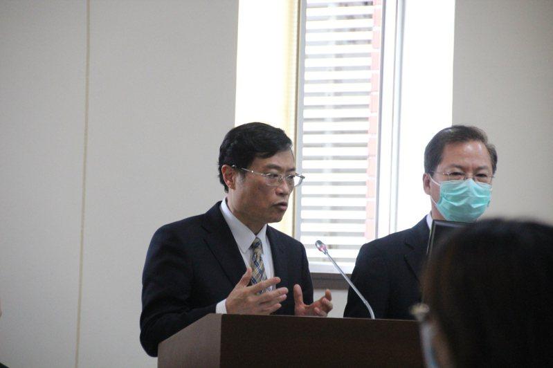 立法院經濟委員會今(3)日安排排除投資五缺、投資台灣三大方案的專案報告,陳正祺表示,經濟部都有長期規劃,預估2022年可提供1,827公頃。記者鍾泓良/攝影