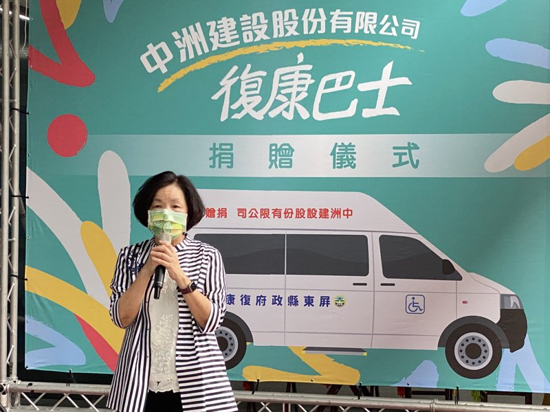 屏東縣副縣長吳麗雪提醒民眾,口罩戴好戴滿,防疫不鬆懈。記者劉星君/攝影