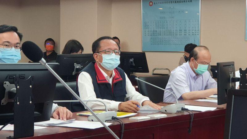 北市警察局長陳嘉昌(中)說,他已屆齡可退休,但為人格尊嚴而留下。記者胡瑞玲/攝影