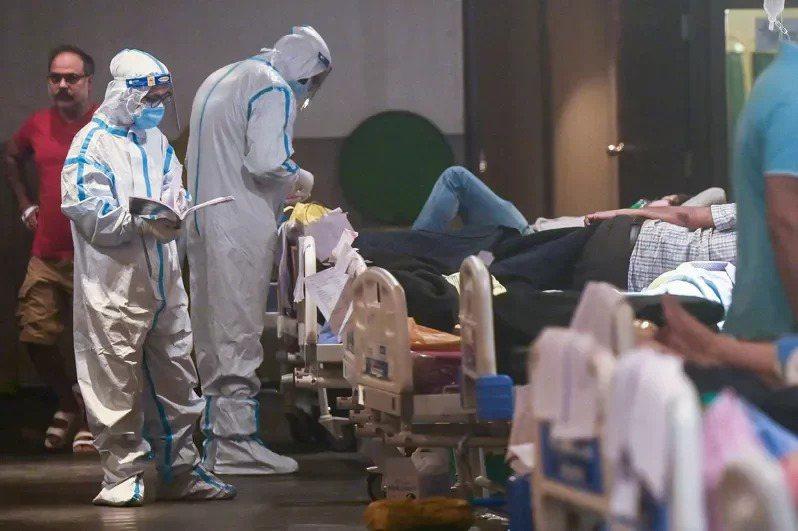印度第二波2019冠狀病毒疾病疫情迅速惡化,已經連續多日單日確診破40萬例,各地...