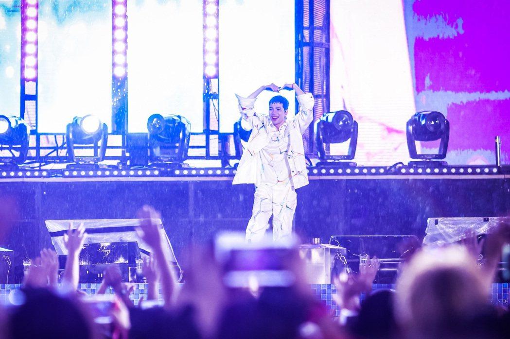 蕭敬騰在廣州長隆水上樂園電音節開唱。圖/喜鵲娛樂提供