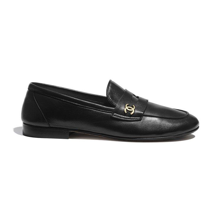 黑色皮革樂福鞋,31,300元。圖/香奈兒提供