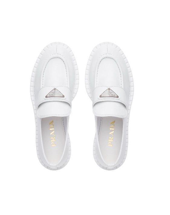 拋光皮革無帶便鞋,34,500元。圖/Prada提供