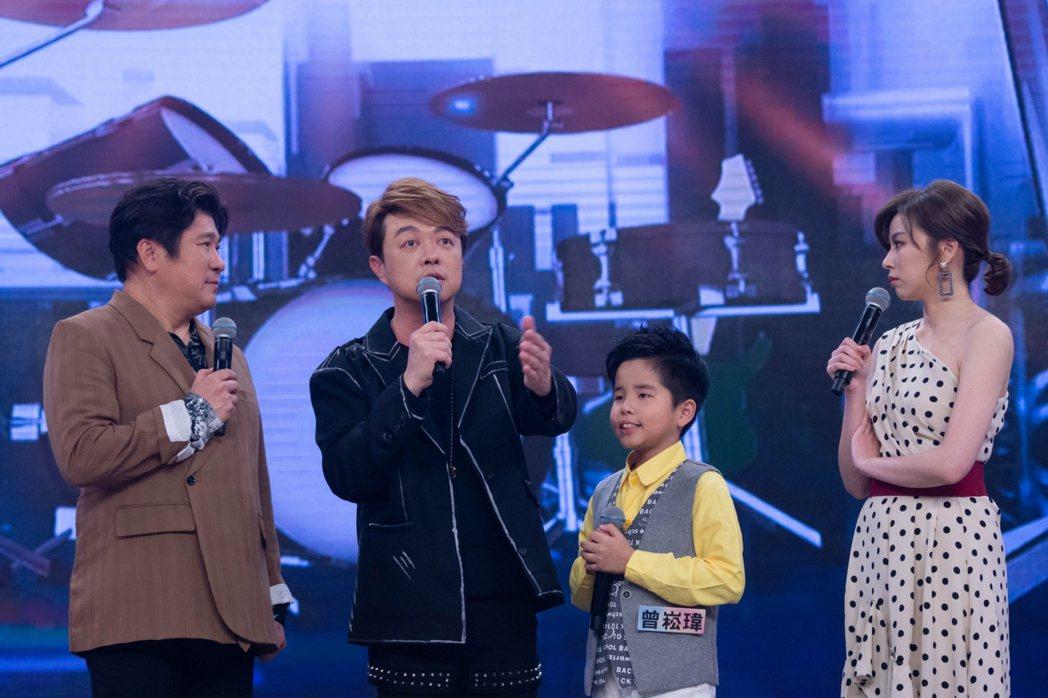 翁立友(左二)驚喜現身民視「台灣那麼旺」。圖/民視提供