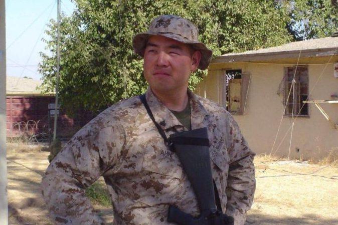 克里斯多夫.安2000年自願加入美國陸戰隊,後來被派去伊拉克的法魯賈作戰。圖/取自自由朝鮮網站