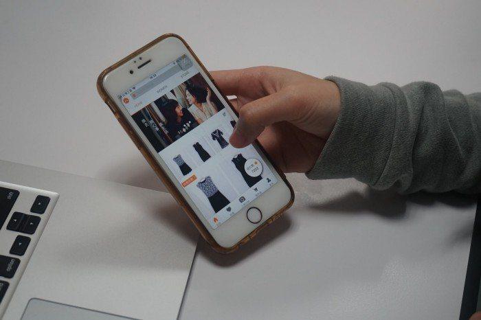 使用衣服圖書館APP交換衣物。 圖/張希夷攝影