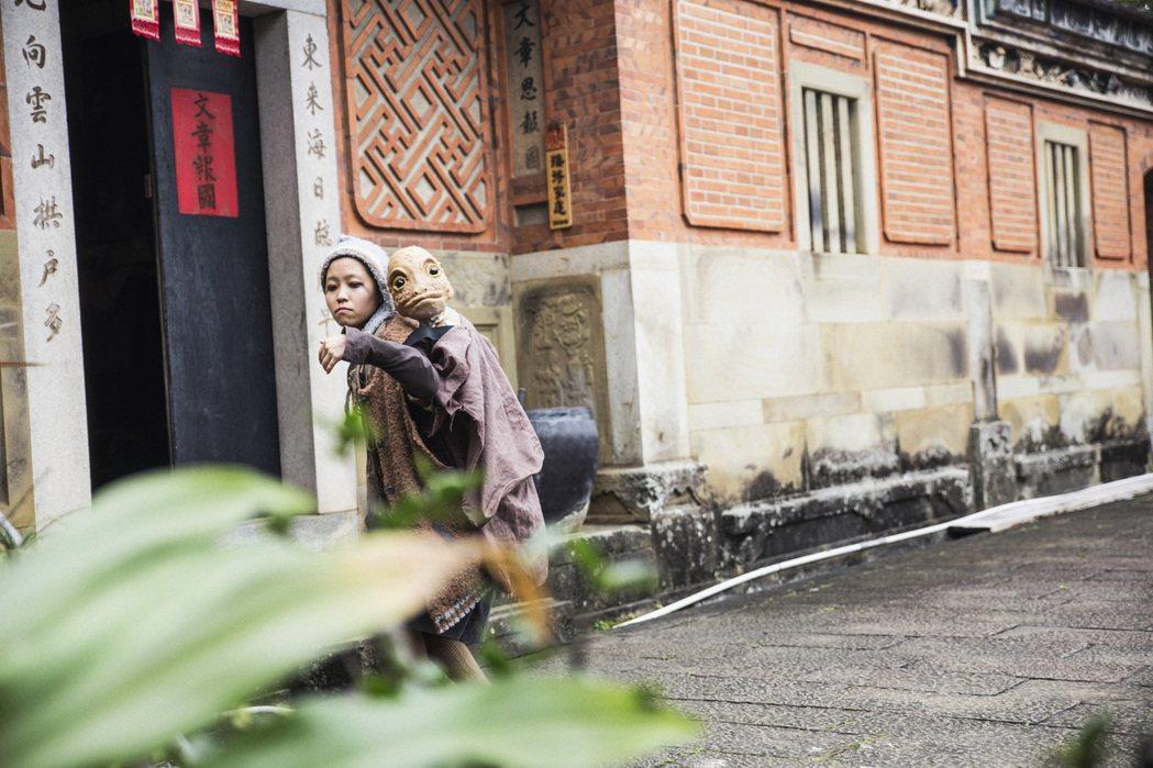 什麼怪東西關西場劇照,以百年三合院為背景演出之環境劇場。 圖/鄒雅荃提供