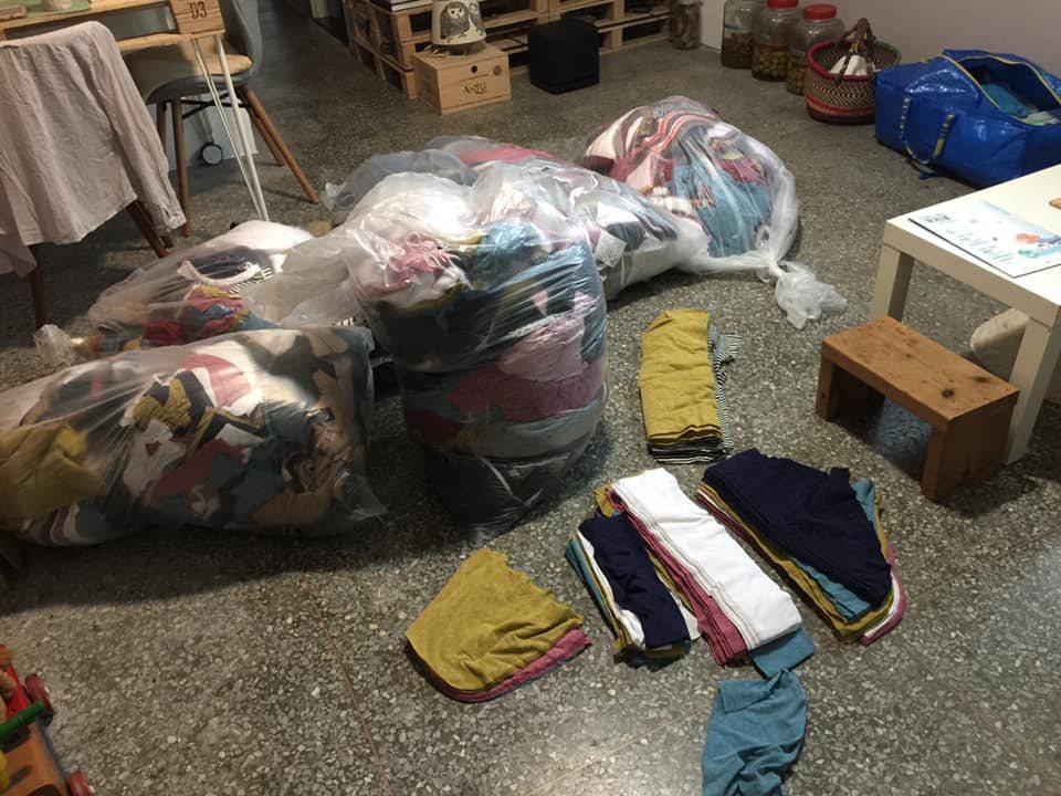 鄒雅荃用二手衣布料與垃圾進行佈景編織,圖為成衣廠布料收集。 圖/鄒雅荃提供