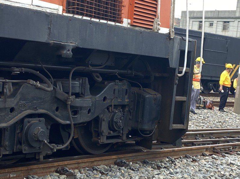 台鐵成功站第7142次貨物列車在成功站調車時,擠壞東主正線19號電鎖轉轍器。記者趙容萱/攝