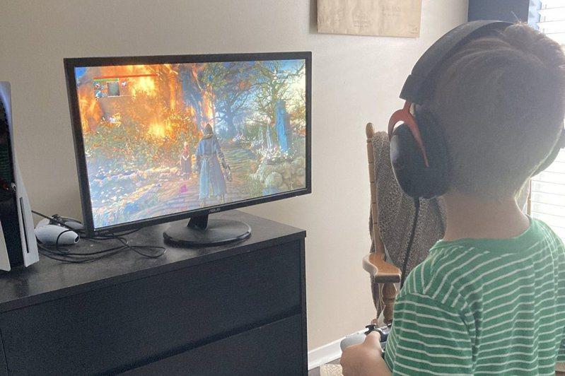 父曬5歲兒通關《血源詛咒》強調「不需要簡單模式」掀網友論戰