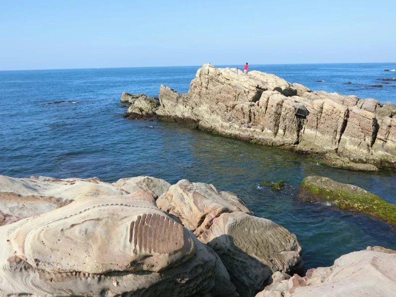 南雅奇岩長年受海風、強浪侵蝕,呈現神似彩繪獨特紋路及鬼斧神工般的奇特造型。 圖/...