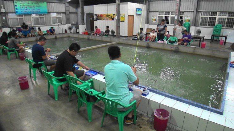 釣蝦示意圖。圖/聯合報系資料照片