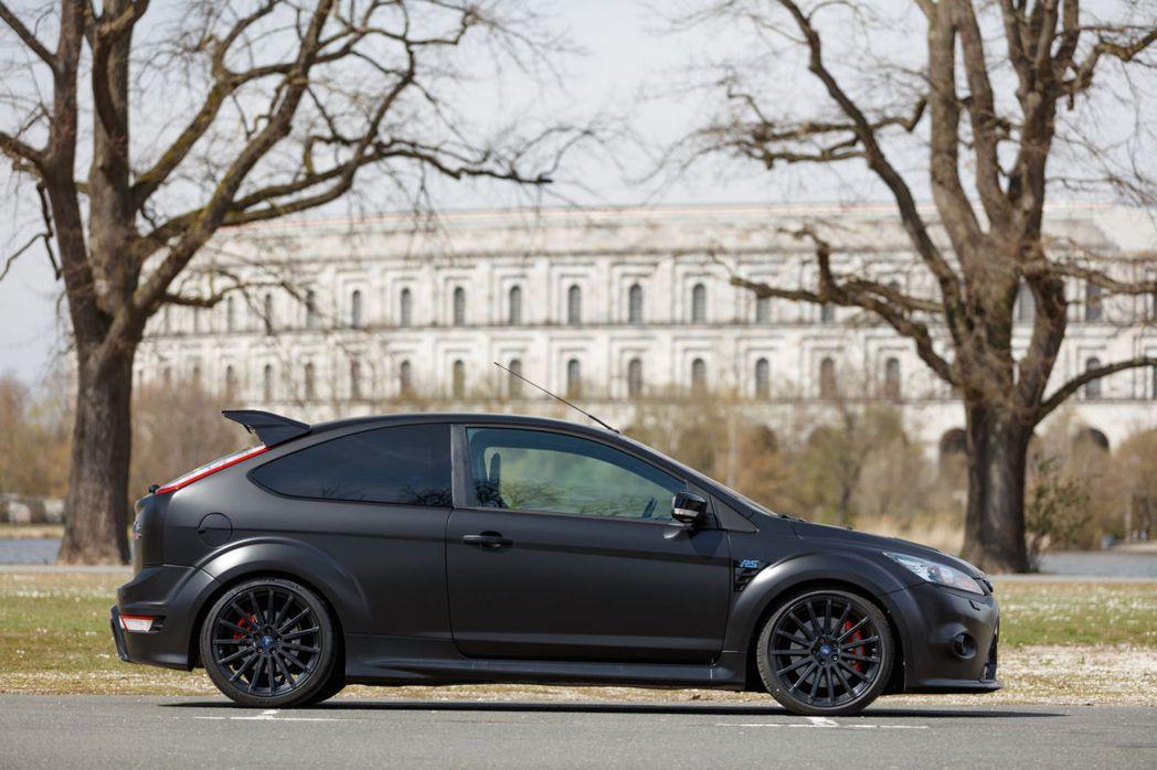 這輛RS500改裝了KW Clubsport避震器。 摘自RM Sotheby'...