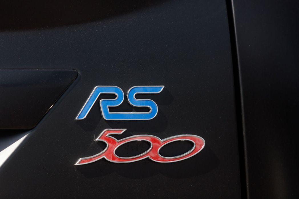 限量500台的RS500車型銘牌。 摘自RM Sotheby's
