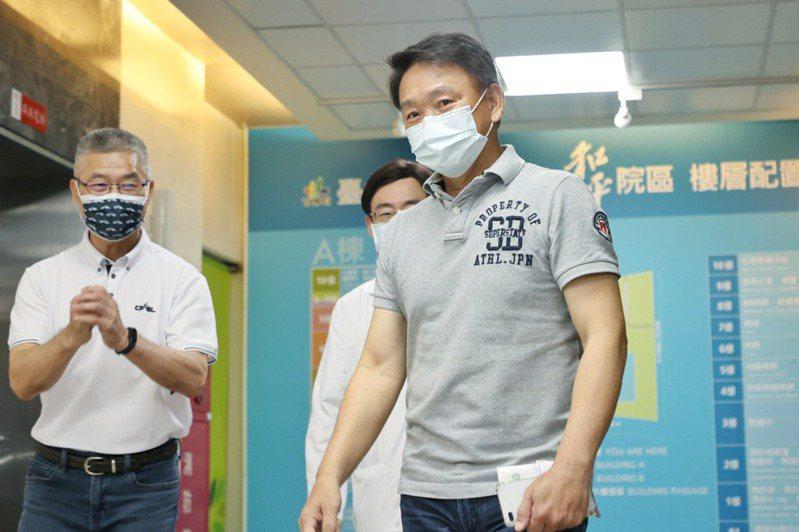 6搶11總教練洪一中接種新冠疫苗後沒特別感覺,他笑說自己隔天正常泡茶、和老婆去大賣場。 曾原信