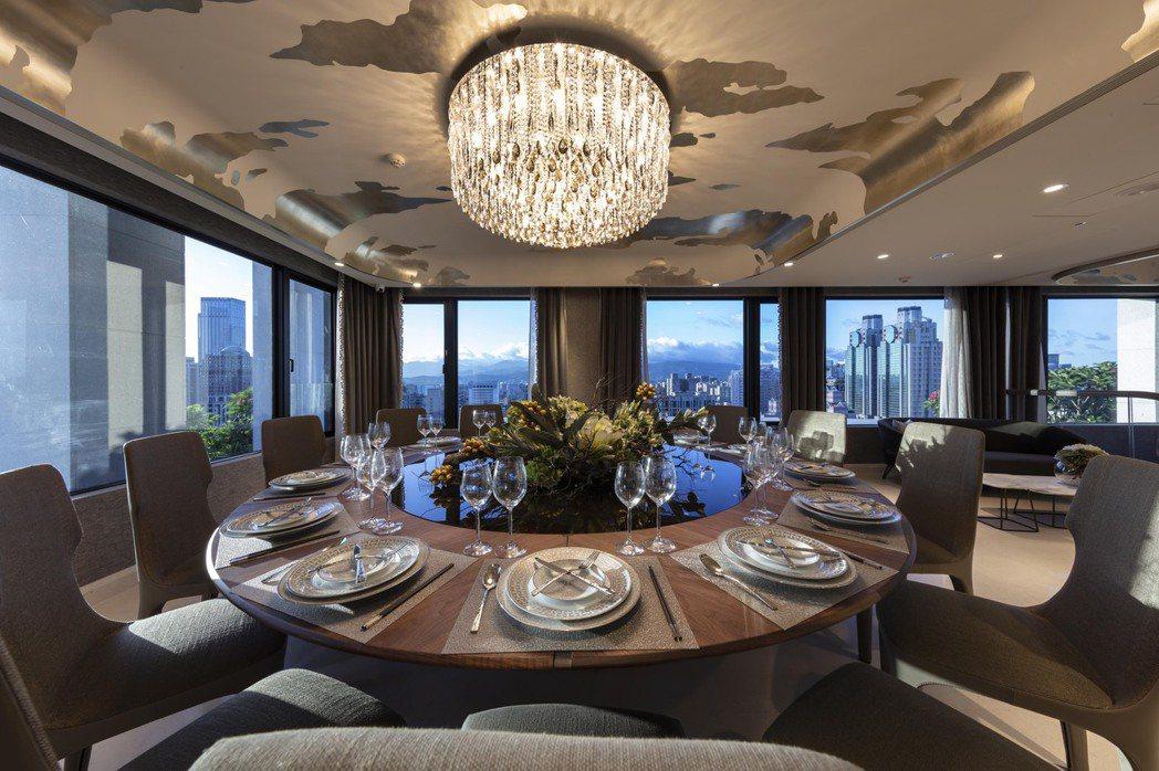台灣豪宅競爭激烈,為了給住戶尊榮感,信義區有豪宅做到公設領域提供「住戶獨享預約制...