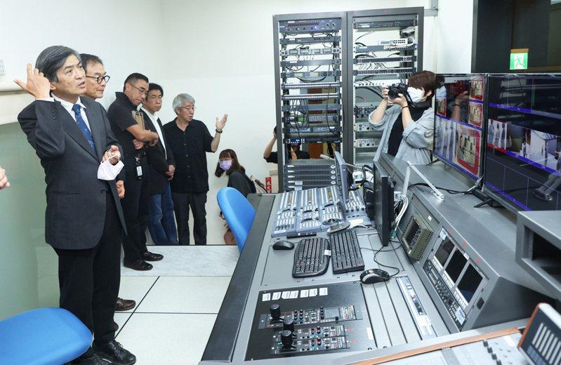 聯合報系捐贈副控等器材設備給政大。記者潘俊宏/攝影