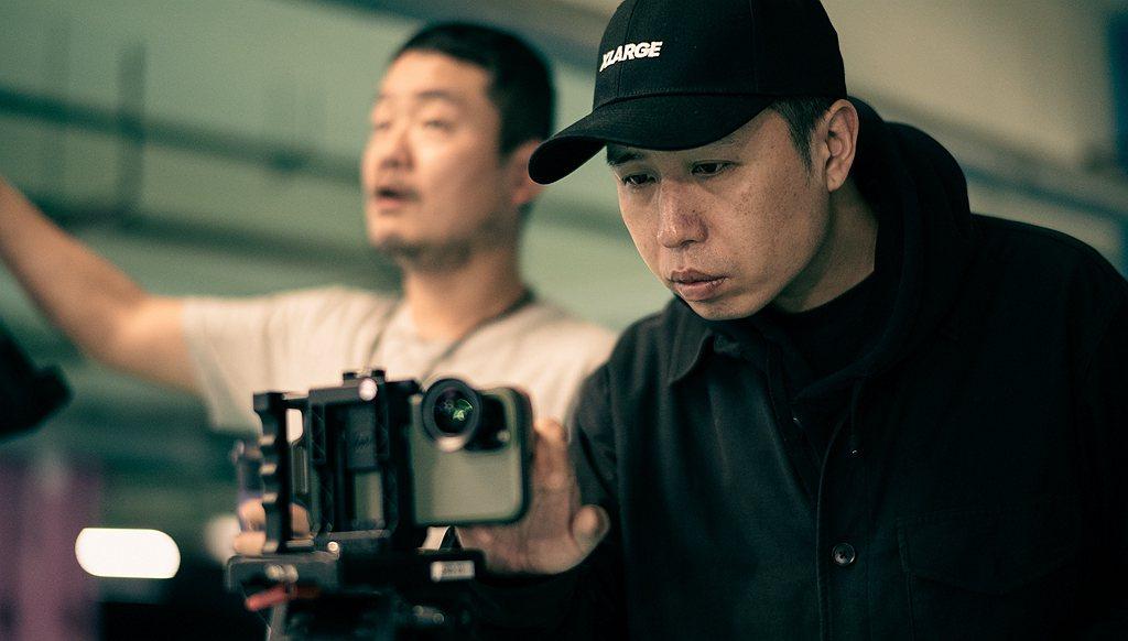 廖明毅導演不但使用iPhone拍攝,影片中包含許多創新的搭配,Audi e-tr...