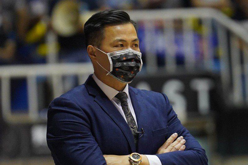 台銀教練陳國維談裕隆陣前換洋將。 中央社