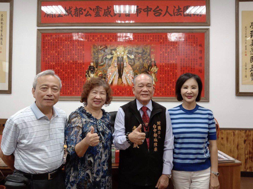 (左一)全國旅遊時報採訪主任賴慶銘(左二)、全國旅遊時報社長白慈美、全國旅遊時報...