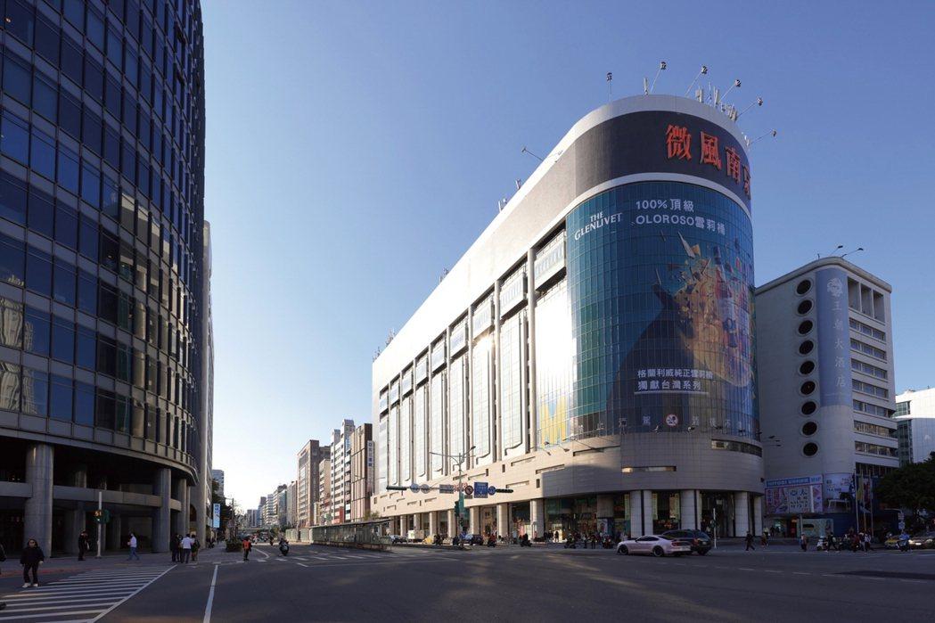 敦化北路首排匯聚A級商辦、百貨、飯店、銀行總部等,形成北市最有價值的豪辦燙金軸線...