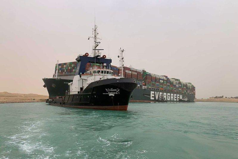 由於拖船和挖泥船始終無法幫助長賜號脫困,目前救援作業已經暫停。救援船船長斯隆指出,在天氣允許的狀況下「最樂觀的進度」是在25日讓長賜輪脫離擱淺狀況。 美聯社