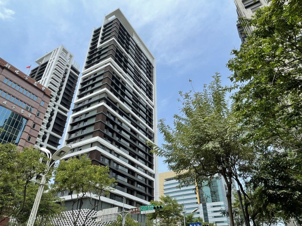 板橋豪宅馥華雲鼎14樓戶出現交易,屋主轉手獲利達1400萬。 圖/台灣房屋提供