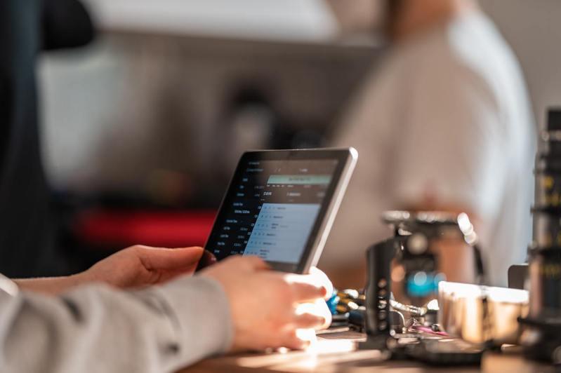 報稅季登場,今年最大變革是開放手機、平板報稅,並新增行動電話登入方式。 圖/unsplash