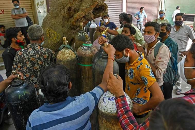 印度疫情3月初開始急速惡化,自4月28日起每日逾35萬人確診,德里地區每日約2....